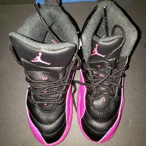 Girls 2Y Jordan shoes excellent preowned Condition